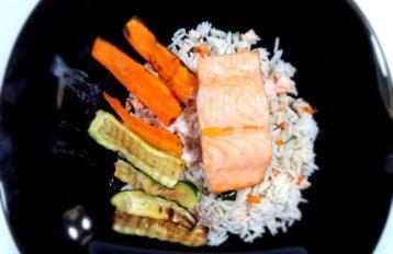 Filetto di Salmone con Riso e Verdure